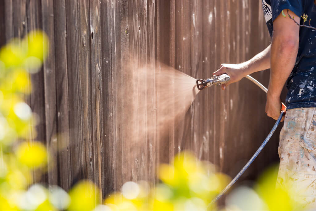 fence paint spraying