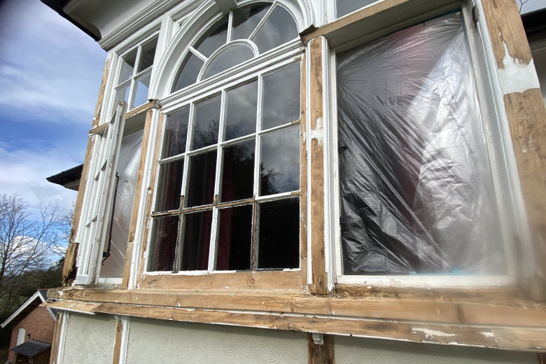 Square bay wooden windows repair & paint spraying | before