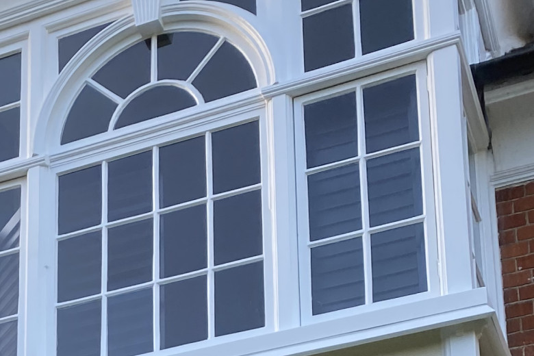 Square bay wooden windows repair & paint spraying | after